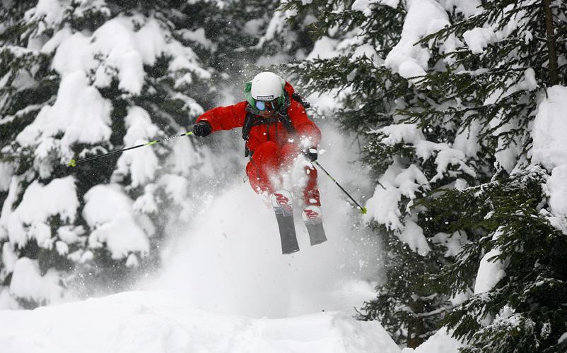 Freerider entscheiden sich häufig freiwillig für einen Skihelm.
