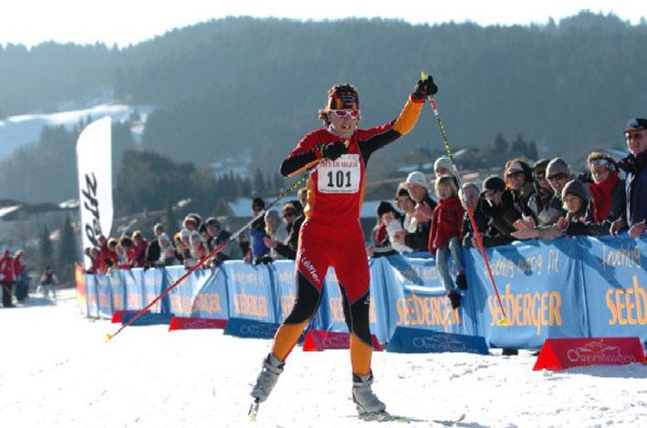 Schlussspourt in der Loipe. Foto: © Triathlon Oberstaufen.