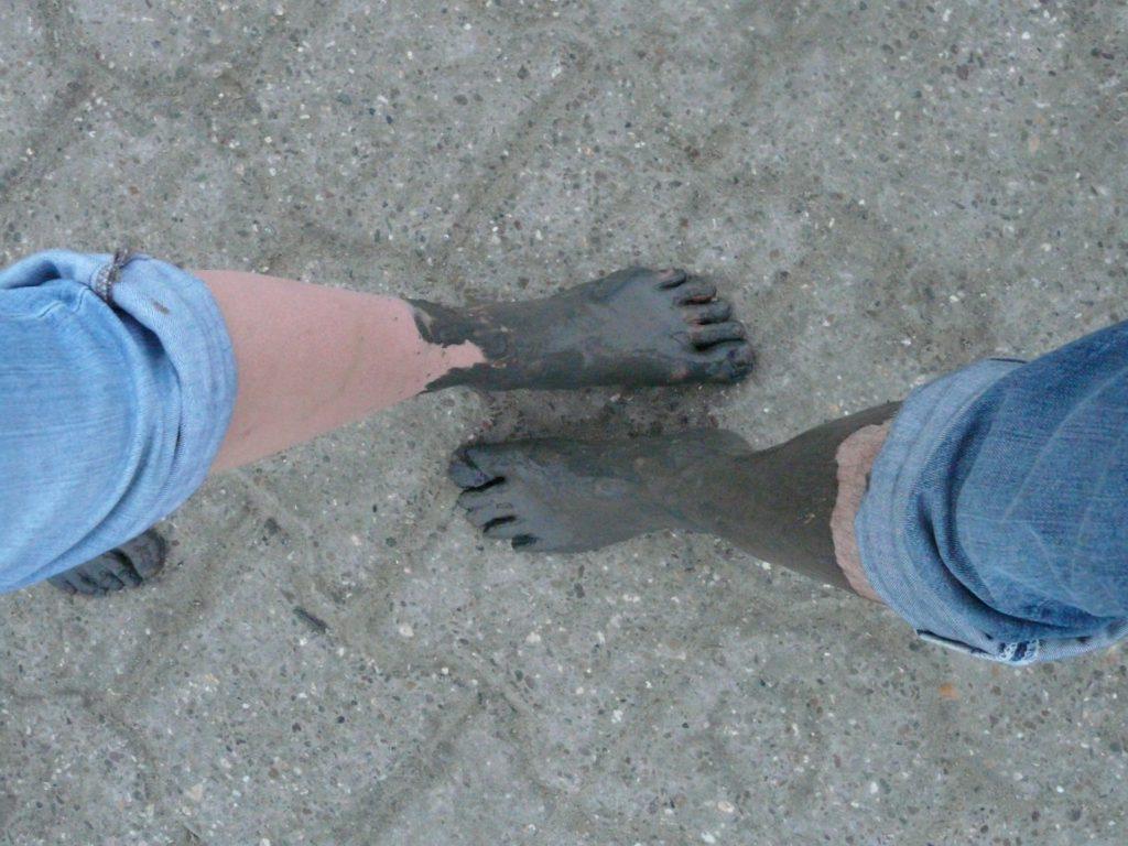 mudflat-hiking-57385_1920