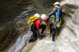 Beim Canyoning sollte immer ein ausgebildeter Guide dabei sein.