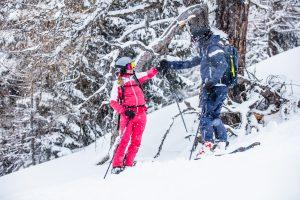 Skitourengeher in Outfits von Martini Sportswear