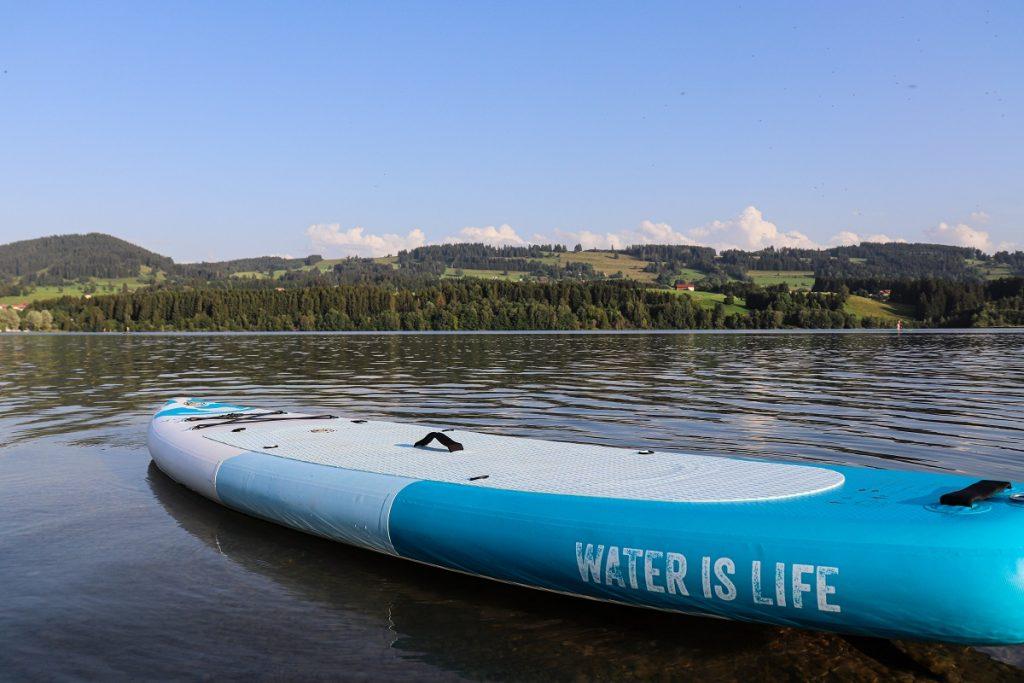 Das Viva con Agua Stand-Up-Paddle Board umweltfreundlich