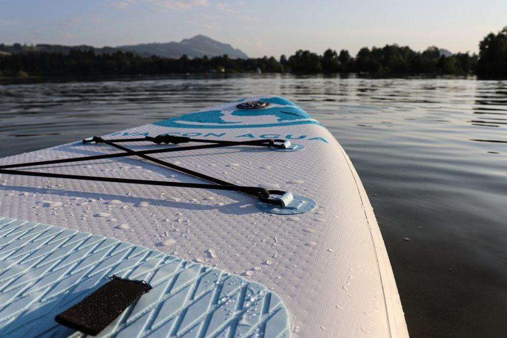 Fahrspaß mit dem Viva con Agua Stand-Up-Paddle Board
